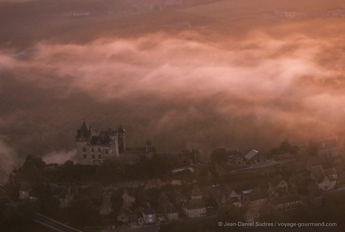 Château de Montfort à l'aube, Vallée de la Dordogne / Château de Montfort at dawn, Dordogne valley