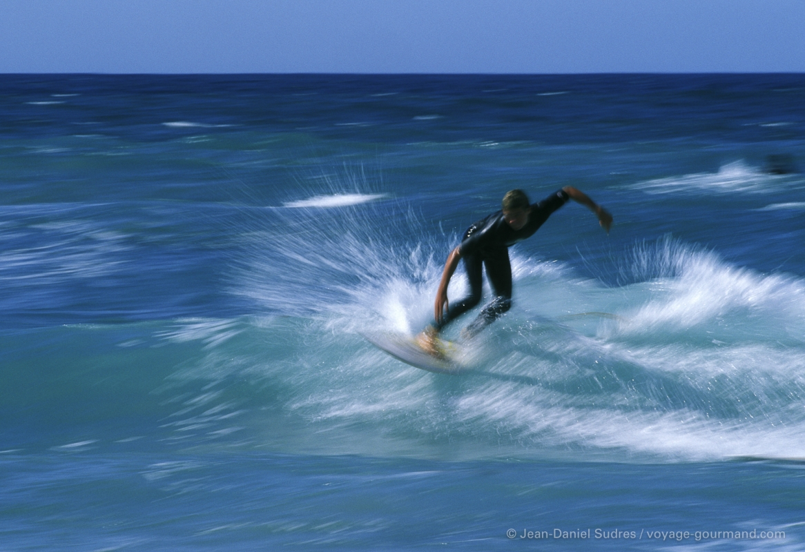 Surfeur à la pointe de la Torche